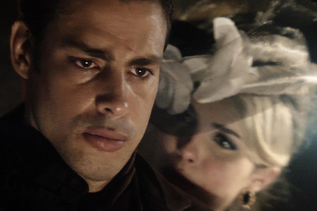 Yaqub (Cauã Reymond) e Lívia (Bárbara Evans), em 'Dois Irmãos'