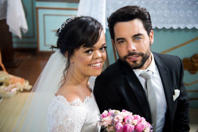 Casamento de Estela (Juliana Caldas) e Amaro (Pedro Carvalho)