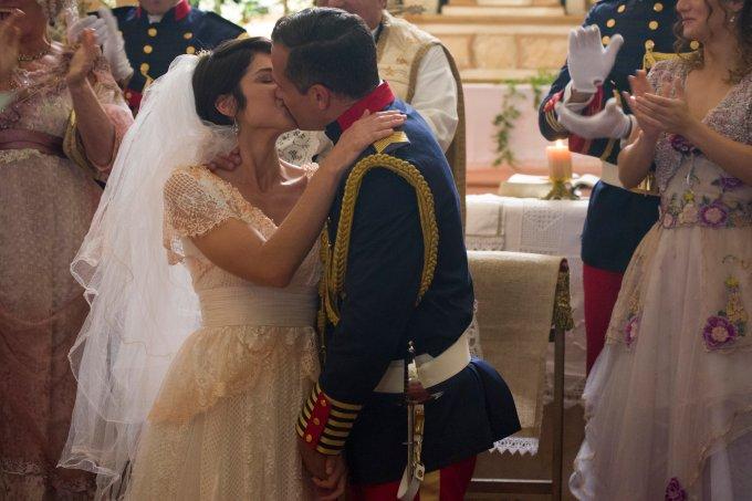 Mariana ( Chandelly Braz) e Coronel Brandão ( Malvino Salvador) se casam em Orgulho e Paixão