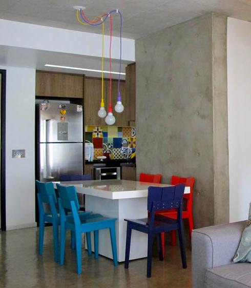 sala de jantar pendentes coloridos