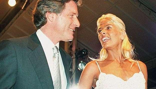 Adriane Galisteu aceitou o pedido de casamento de Roberto Justus após apenas um mês do início da relação. Um dos casamentos mais polêmicos do empresário, o enlace durou apenas 8 meses.