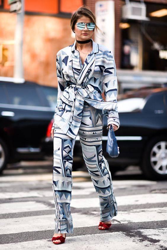 thássia naves usando look estilo pijama