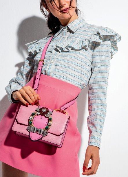Camisa e saia de algodão, preços sob consulta, e bolsa de couro, R$ 8 650, Miu Miu.