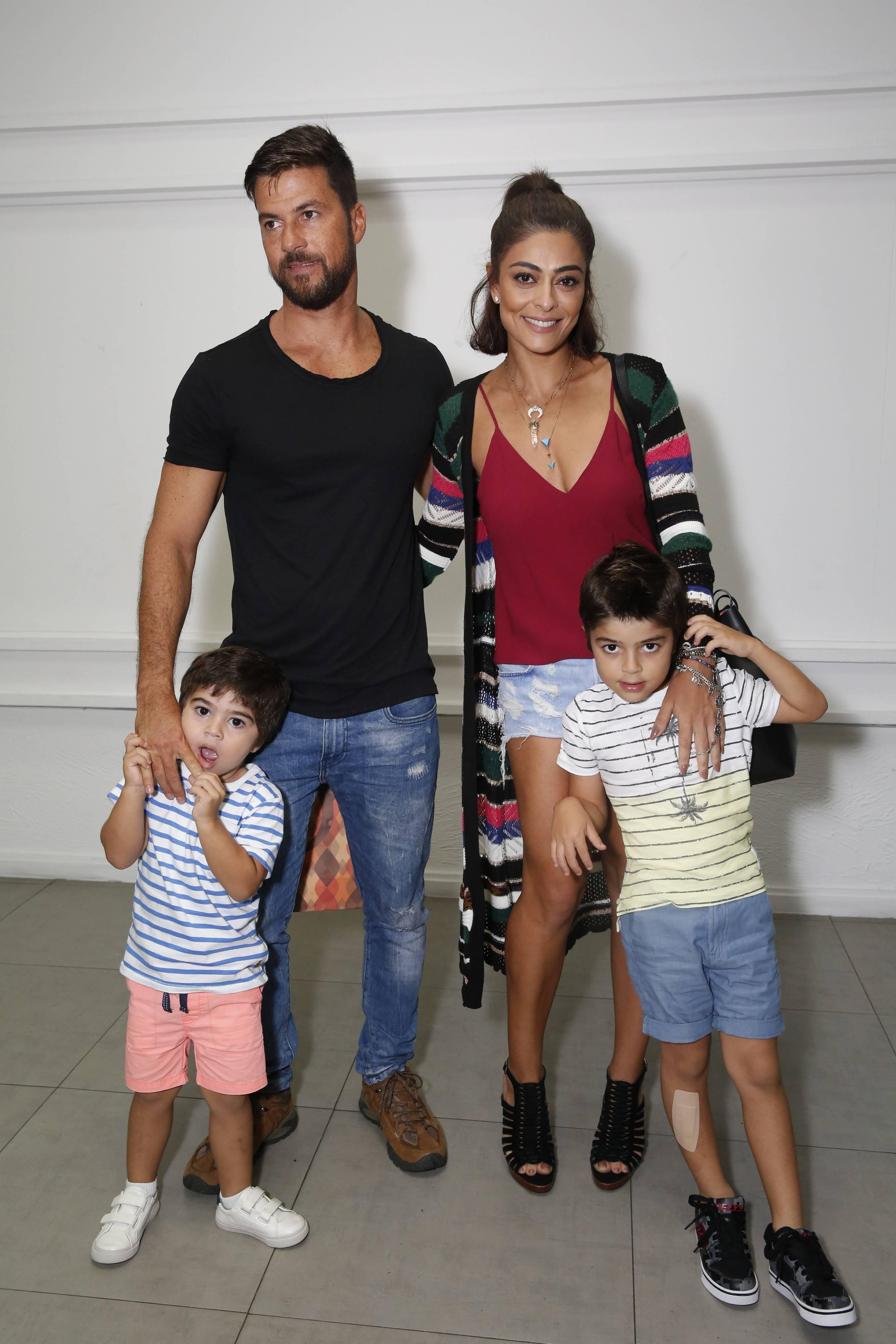 Juliana Paes e família