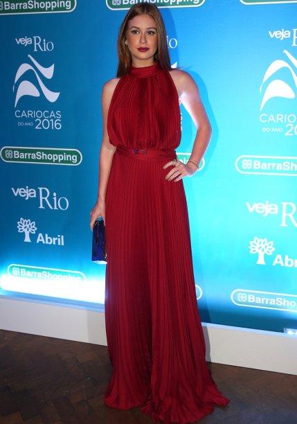 <strong>Marina Ruy Barbosa</strong> veste<strong> Carolina Herrera</strong>.
