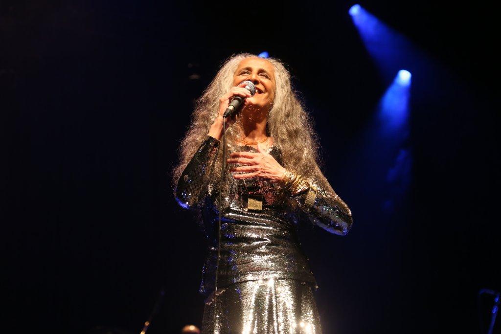 Maria Bethânia canta Holly Estácio de Luiz Melodia