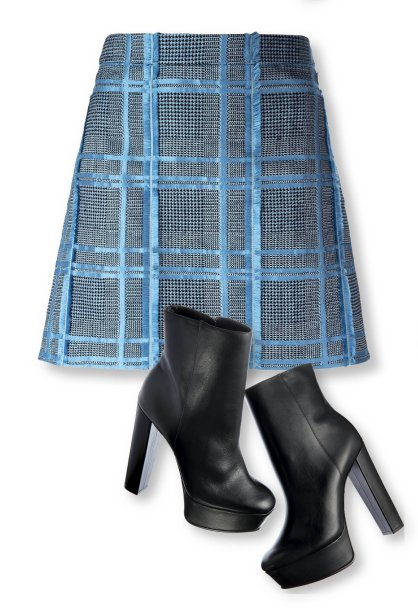 Saia de jacquard, Versace, R$ 3 730, farfetch.com. Botas de couro, Schutz, R$ 560, schutz.com.br.