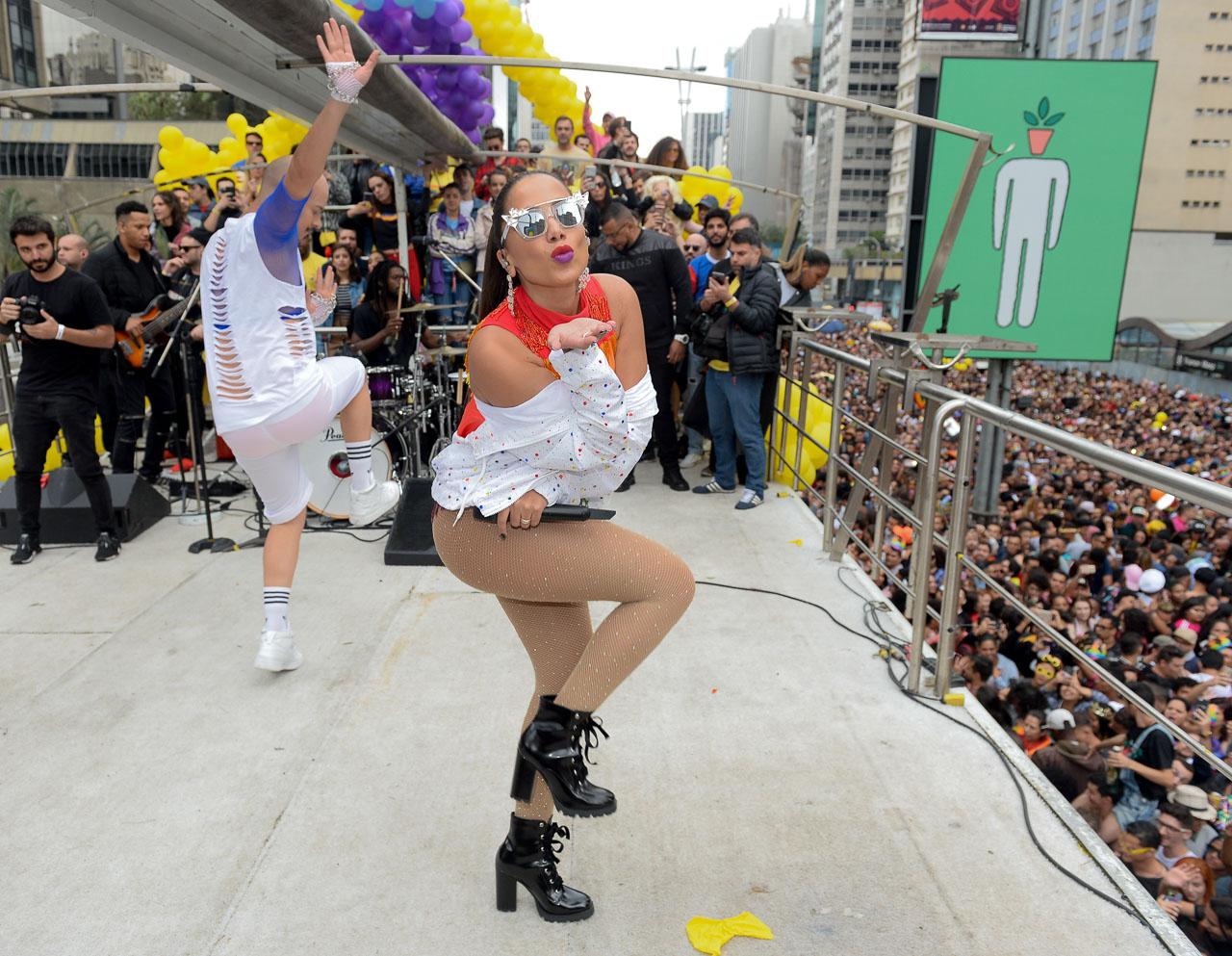 Anitta na Parada LGBT em São Paulo