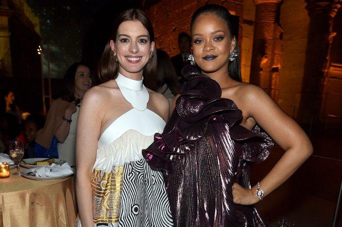 Anne Hathaway e Rihanna