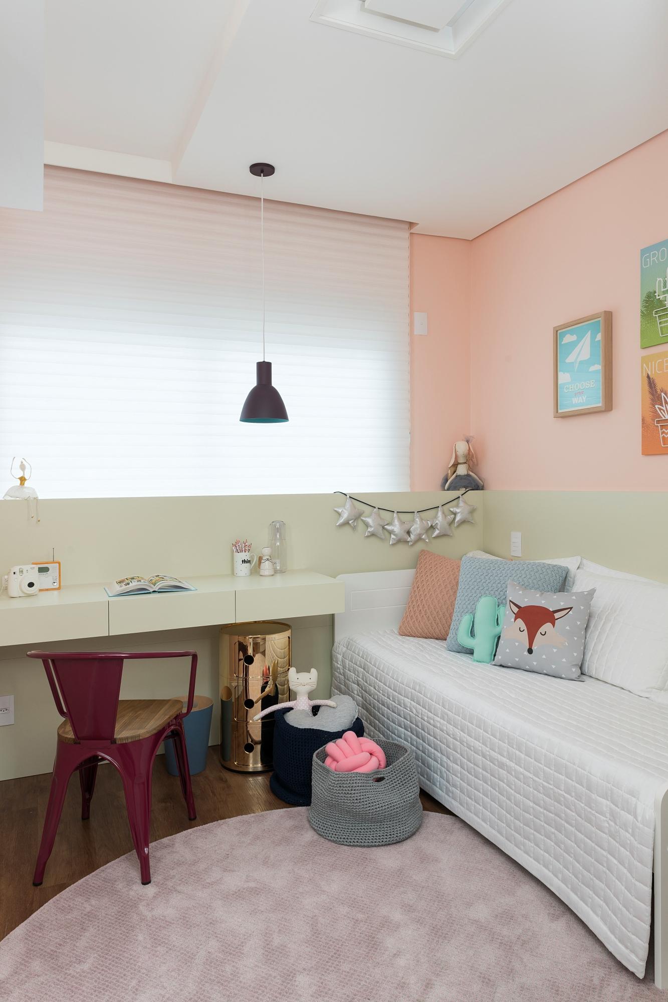 apê uvva meia parede verde e rosa