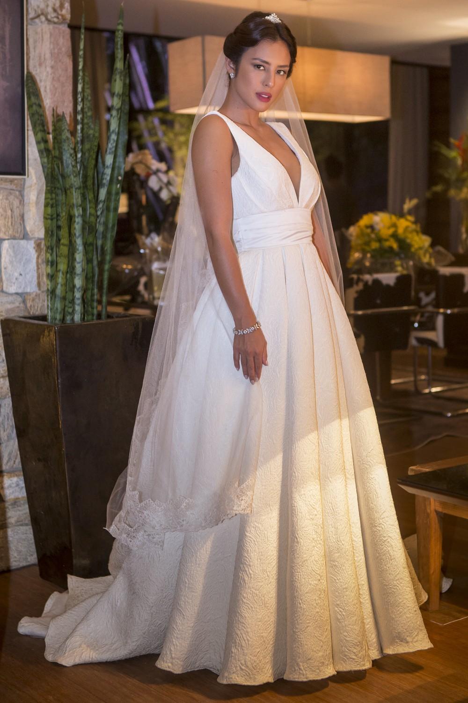 Yanna Lavigne - vestido de noiva Laura, o Sétimo Guardião