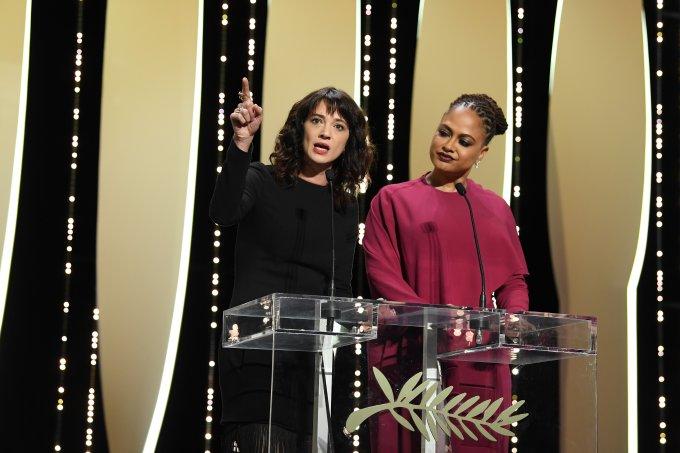 Asia Argento faz discurso e denuncia harvey weinstein festival de cannes