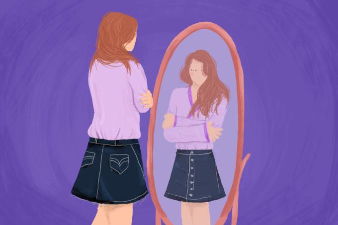 garota-se-olhando-no-espelho