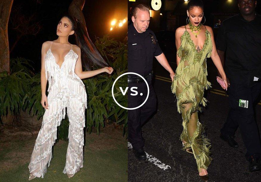 <strong>Kylie Jenner</strong> veste<strong> The Dolls House Fashion</strong> e<strong> Rihanna</strong> veste <strong>Limpasse</strong>. Sempre ousadas, as duas famosas apostaram em escarpins de veludo com bico fino e rabo de cavalo bem alto para arrematar. Mas enquanto Kylie dispensou outros acessórios, Rihanna investiu em maxicolar no mesmo tom da roupa, batom escuro e brincos de argolas.