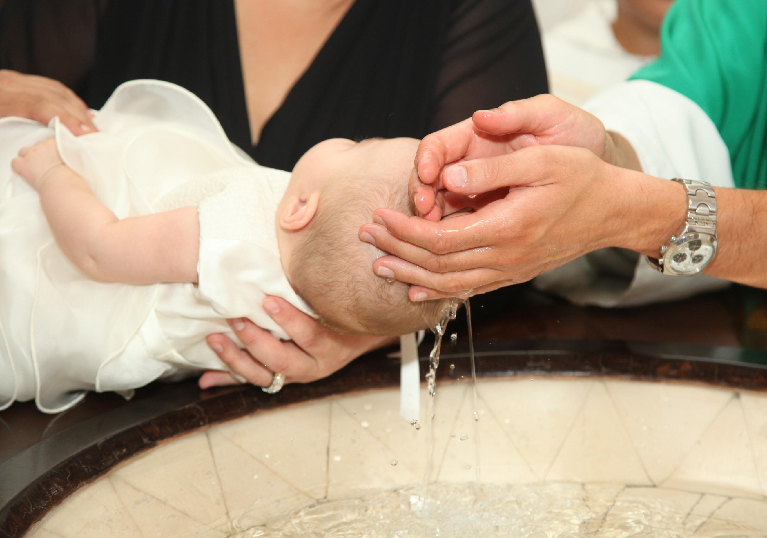 Batismo igreja anglicana - aspersão