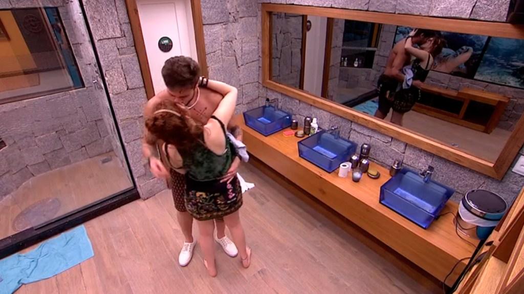 Breno beija Ana Clara no BBB18