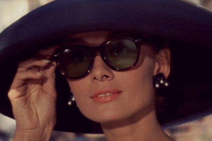 bonequinha-de-luxo-com-oculos_0-1