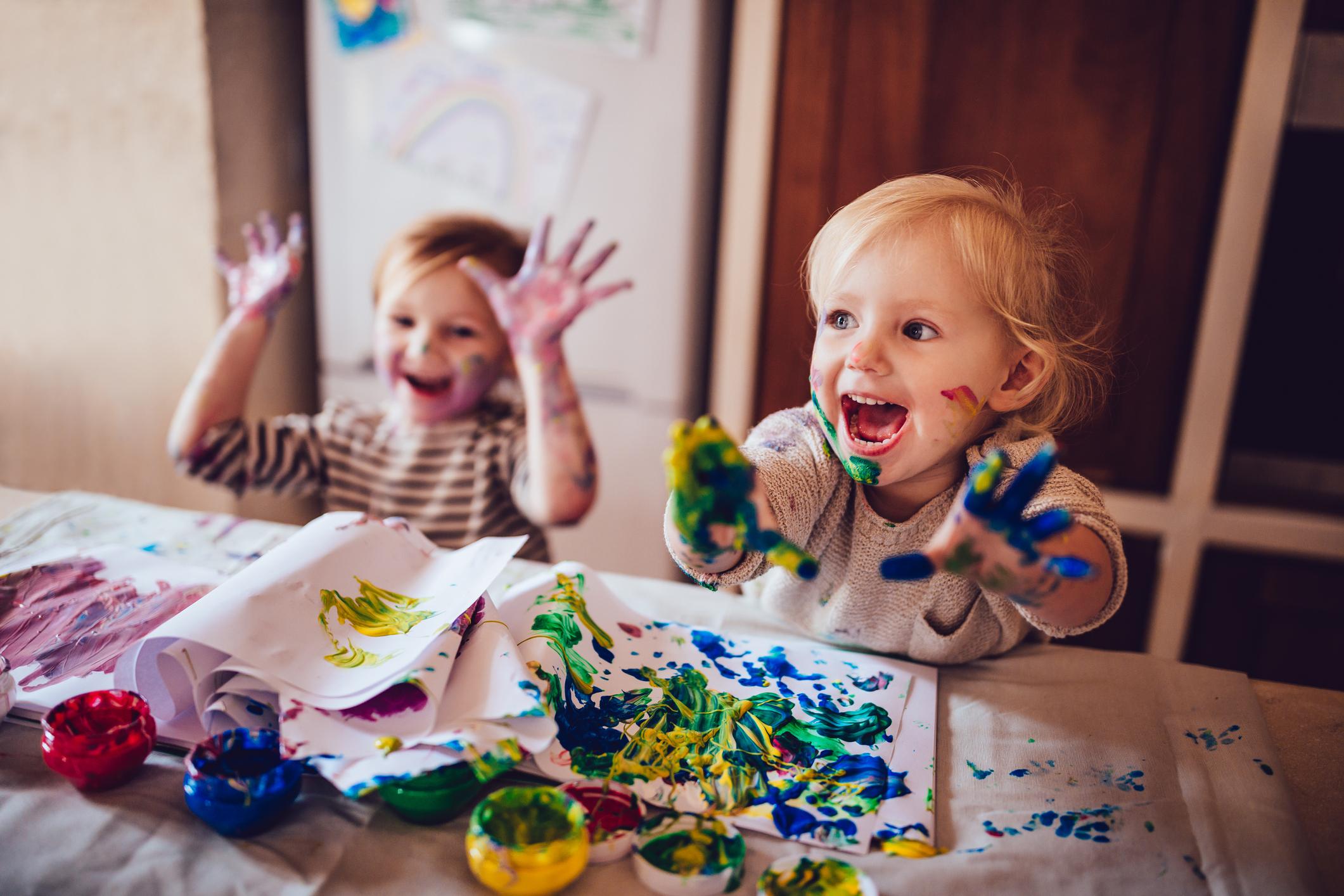 Brincadeiras em casa nas férias - Galeria de pintura