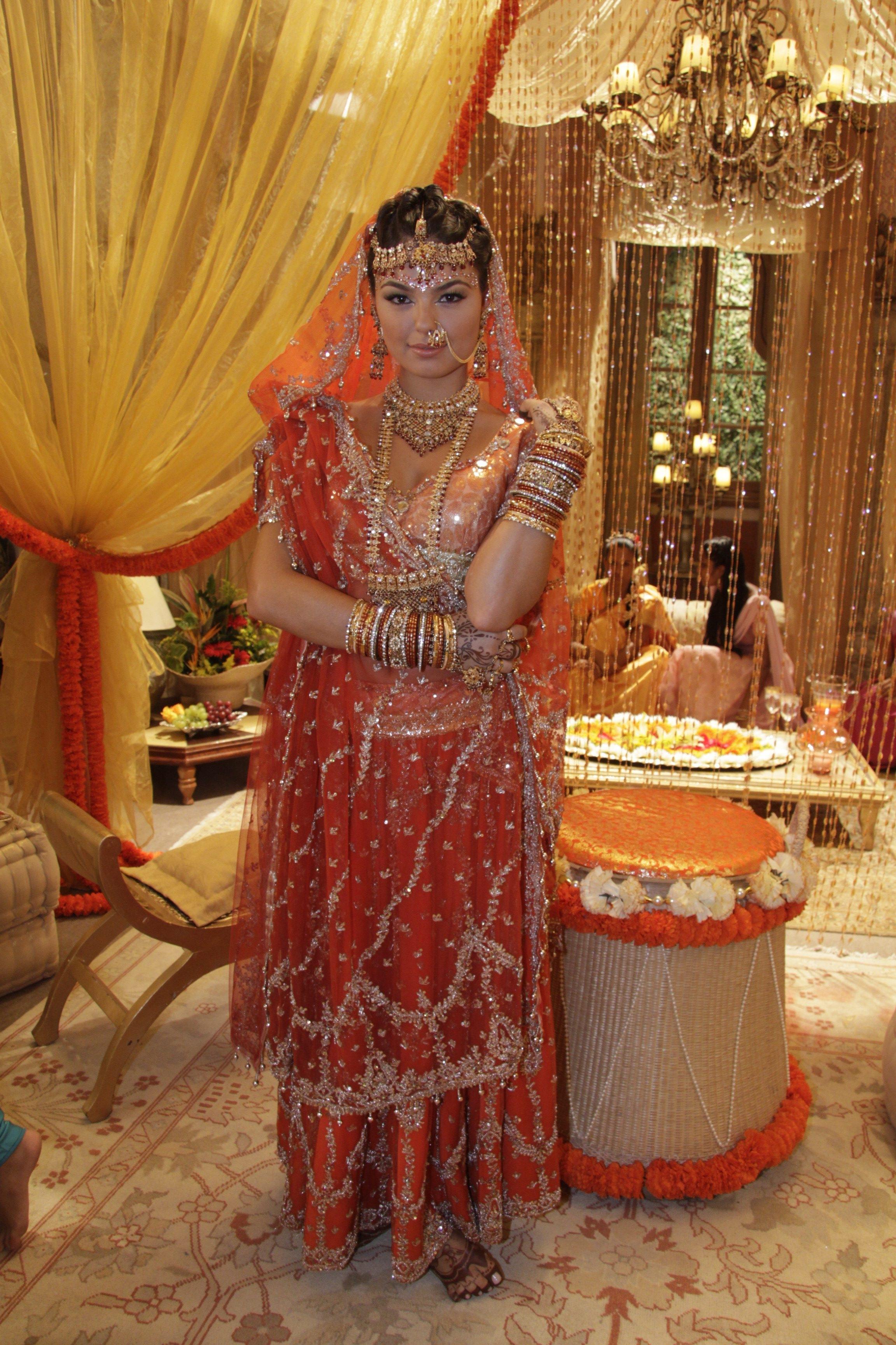 Casamento Camila (Isis Valverde), Caminho das índias