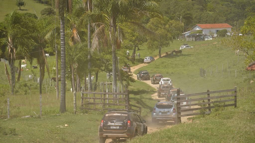 O evento é uma oportunidade para que os donos de Duster dirijam em trilhas off-road, explorando destinos turísticos