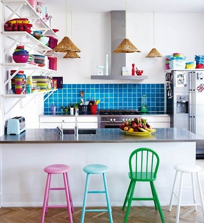 colocar cor em detalhes da decoração da sua casa - cozinha americana