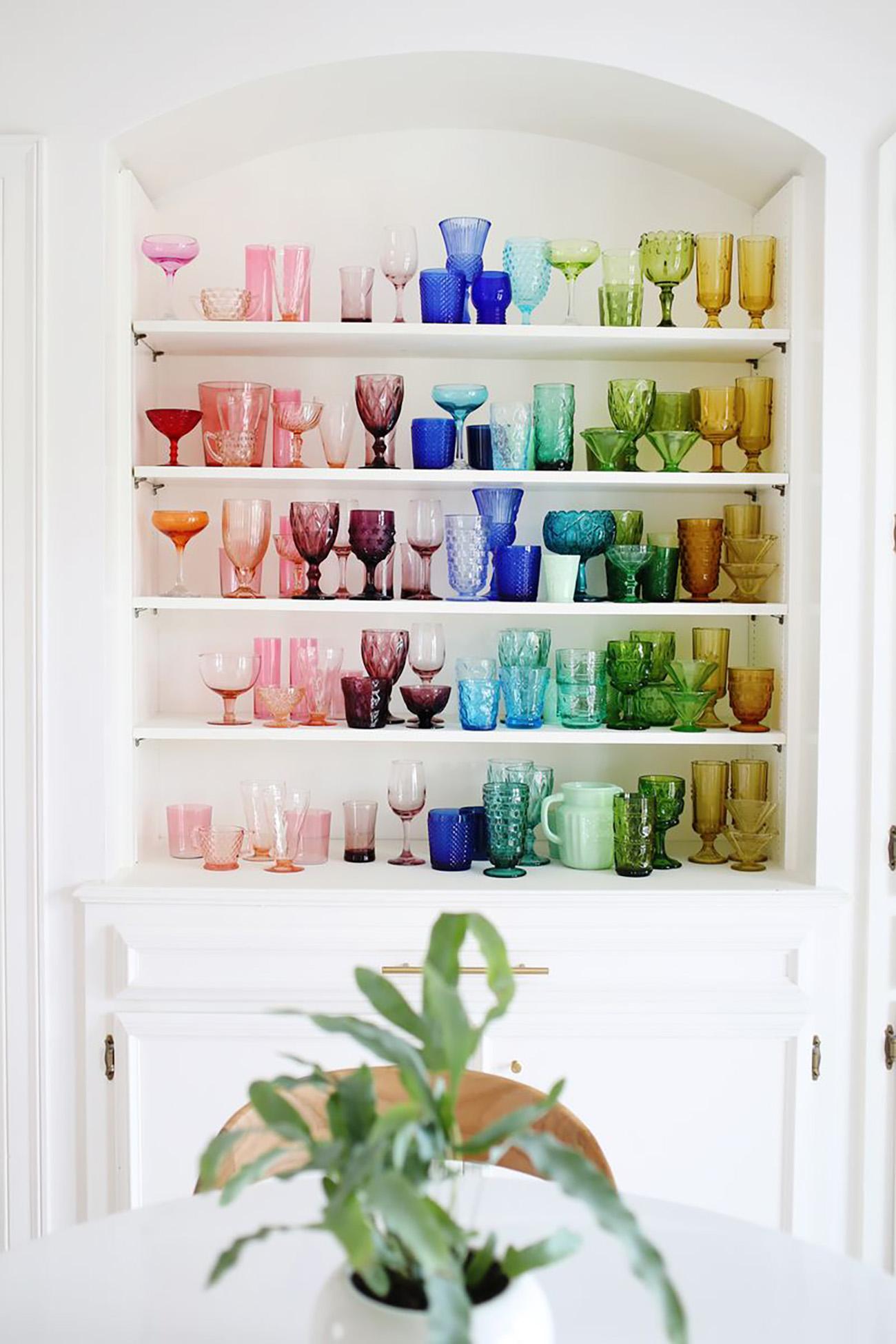 colocar cor em detalhes da decoração da sua casa - copos e taças