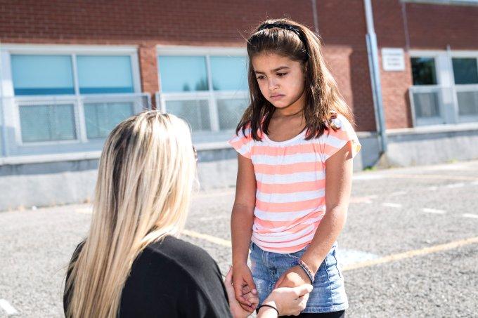 Como ajudar as crianças que estão estranhando a escola nova