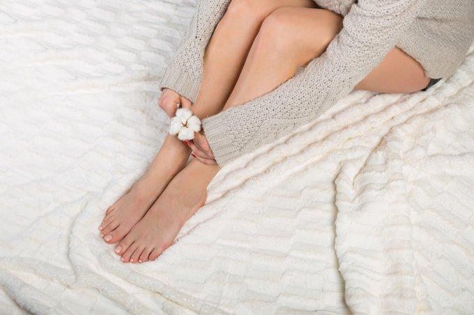 Cuidados simples mantêm os pés hidratados, macios e bonitos no inverno