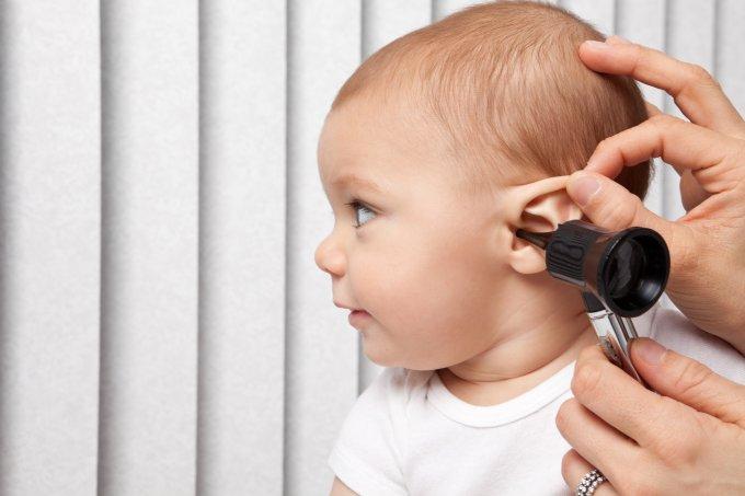 Como perceber deficiência auditiva em bebês
