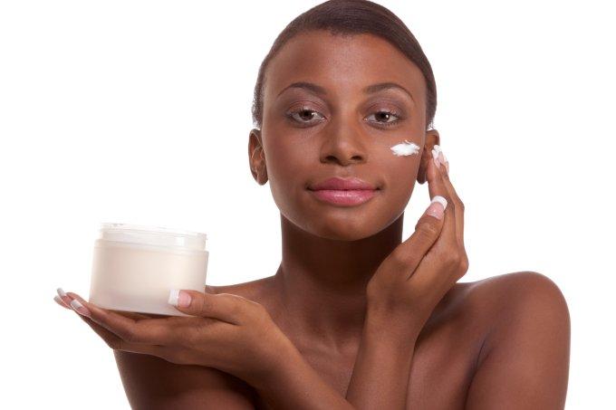 Cuidados diários para a pele negra