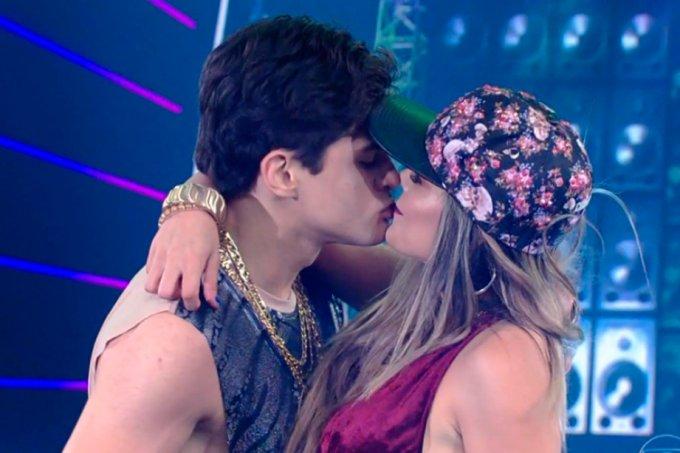 Dança dos Famosos beijo Lucas Veloso