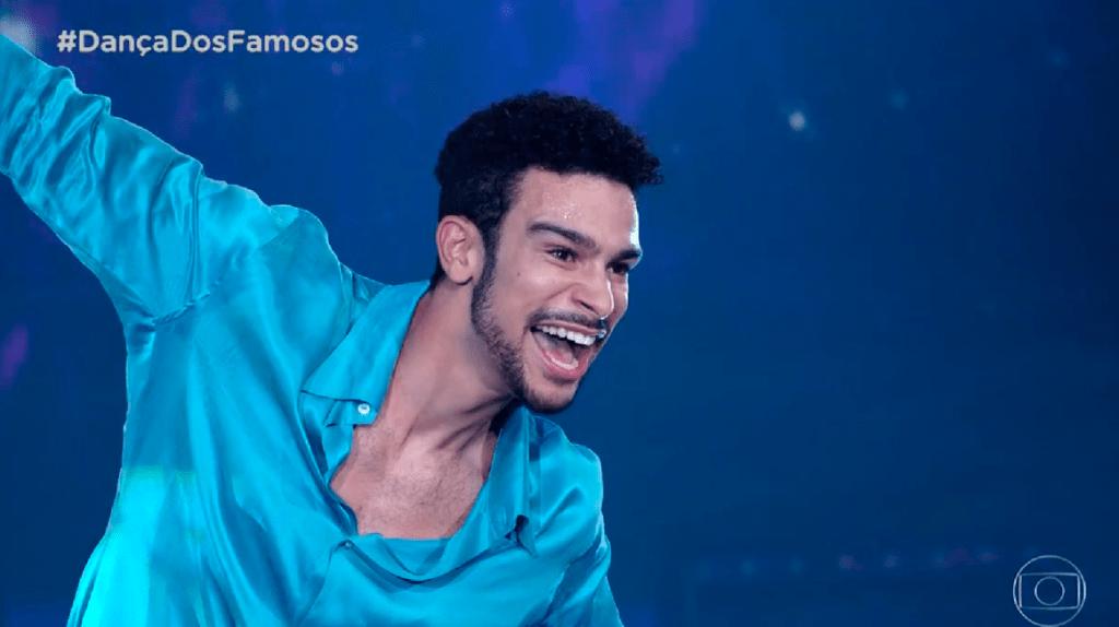 Sergio Malheiros no Dança dos Famosos dançando baladão
