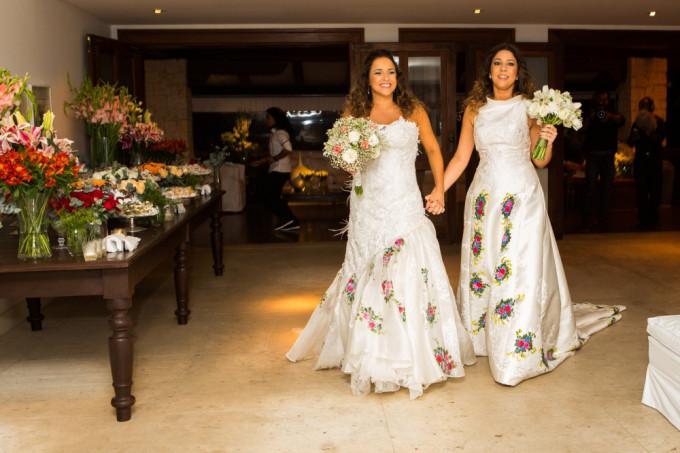 Daniela e Manu se casaram em 2013, na Bahia. A cerimônia foi discreta e florida e os vestidos foram assinados<span>pelo artista plástico Iuri Sarmento.</span>