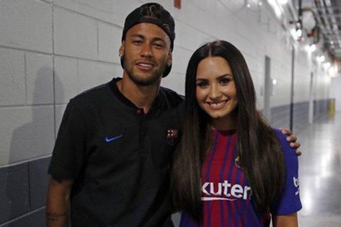 demi-lovato-encontra-neymar-jogo-barcelona-1