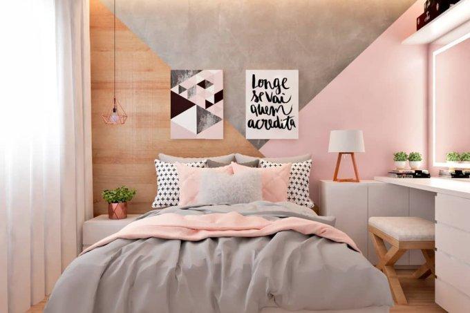 quarto com parede cor de rosa