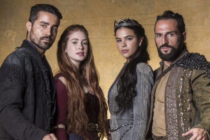 Deus Salve o Rei – Virgilio (Ricardo Pereira), Amália (Marina Ruy Barbosa), Catarina (Bruna Marquezine) e Constantino (José Fidalgo)