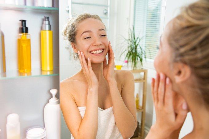 Dicas espertas para controlar a oleosidade da pele ao longo do dia