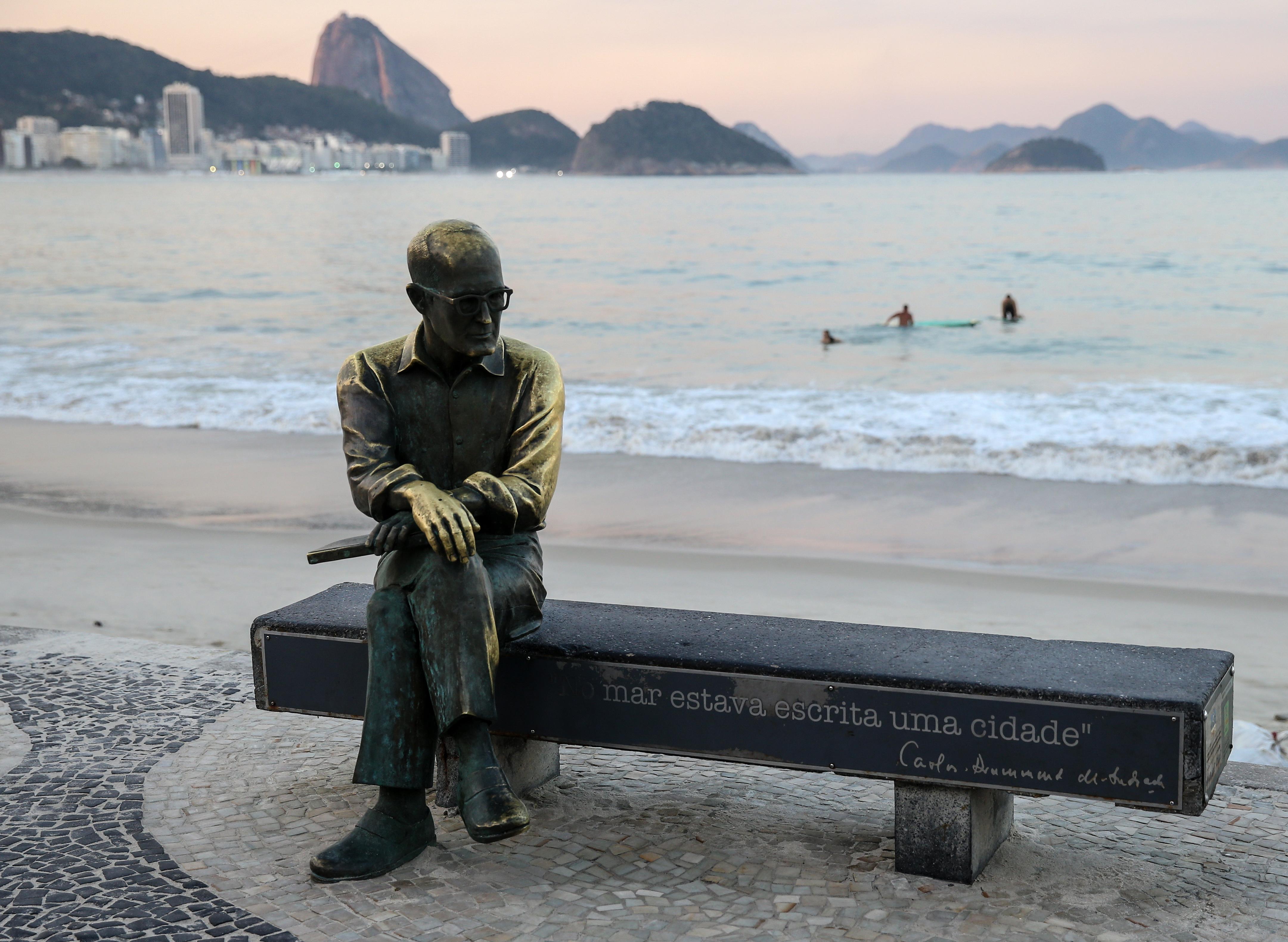 Estatua de Carlos Drummond de Andrade