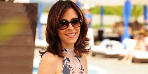 Deborah Evelyn é muito diferente de Eunice, sua personagem na novela Insensato Coração