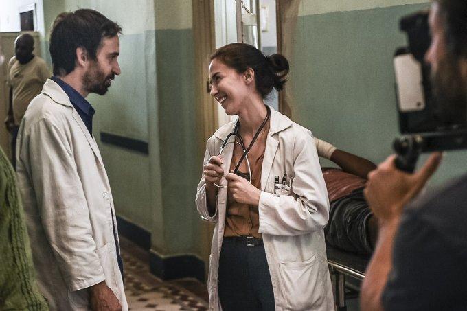 Evandro e Carolina em Sob Pressão