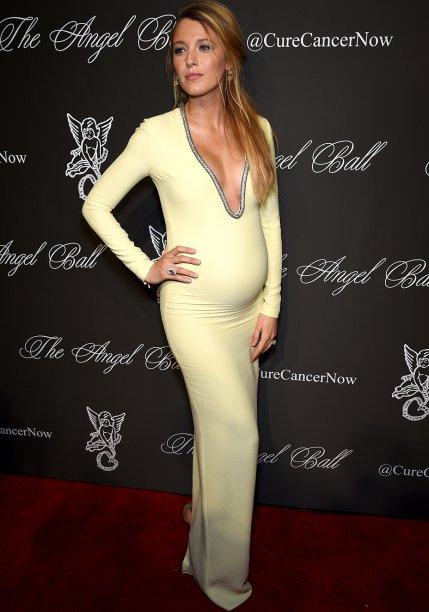 <strong>Blake Lively</strong> //A eterna Serena Van Der Woodsen nunca erra! Ela foi ao Angel Ball 2014 com um<strong> Gucci</strong> amarelo bebê decotadíssimo que deixou sua barriguinha de gravidez ainda mais bonita.