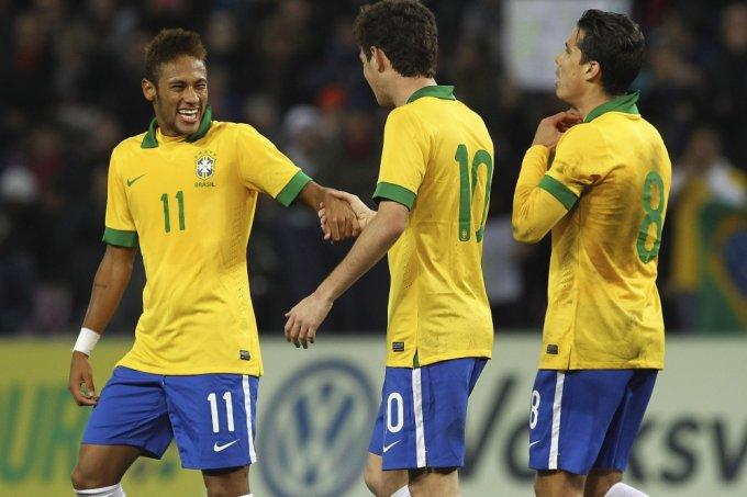 Jogador Neymar, do Brasil, alegre