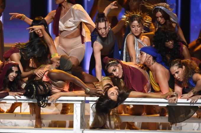 Ariana Grande performa God is a Woman no VMA 2018