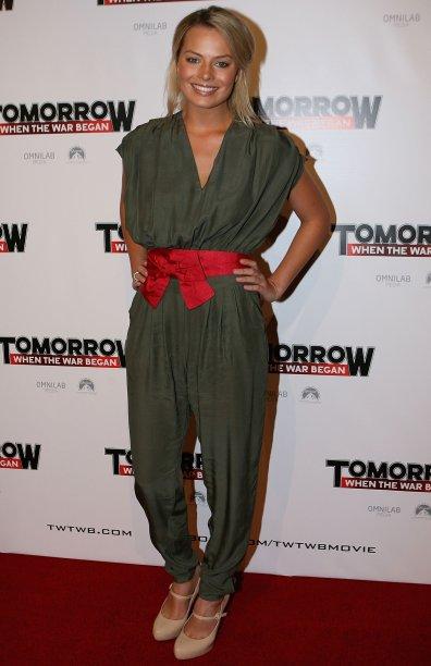 <span>Segura essa tendência de moda, né? Desde 2010, Margot Robbie aposta nos macacões para ir à red carpets. Na foto, ela está na première de Tomorrow When the War Began.</span>