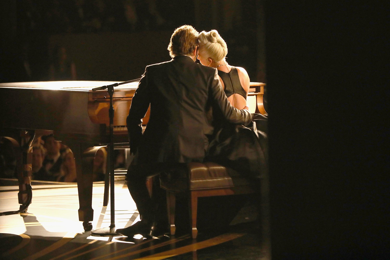 Lady Gaga e Bradley Cooper no Oscar