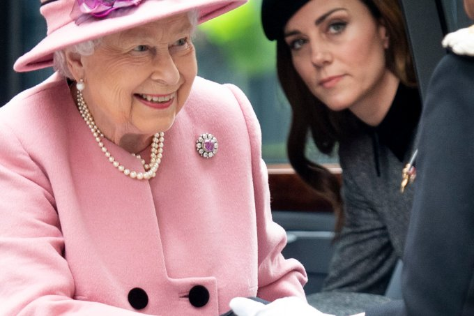 Rainha Elizabeth II e Kate Middleton