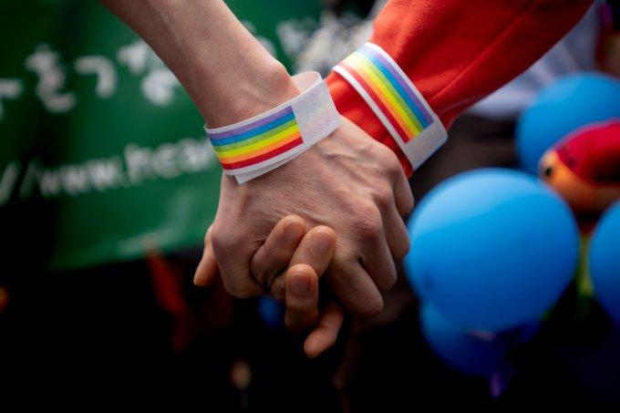 Mãos-unidas-contra-homotransfobia