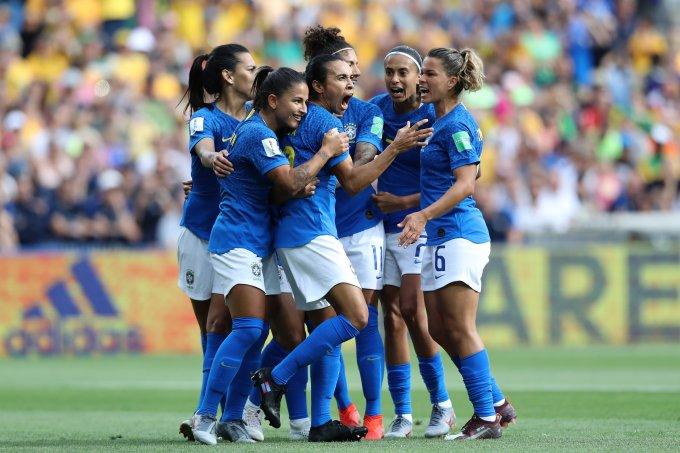 Marta-e-outras-jogadoras-na-disputa-contra-Austrália