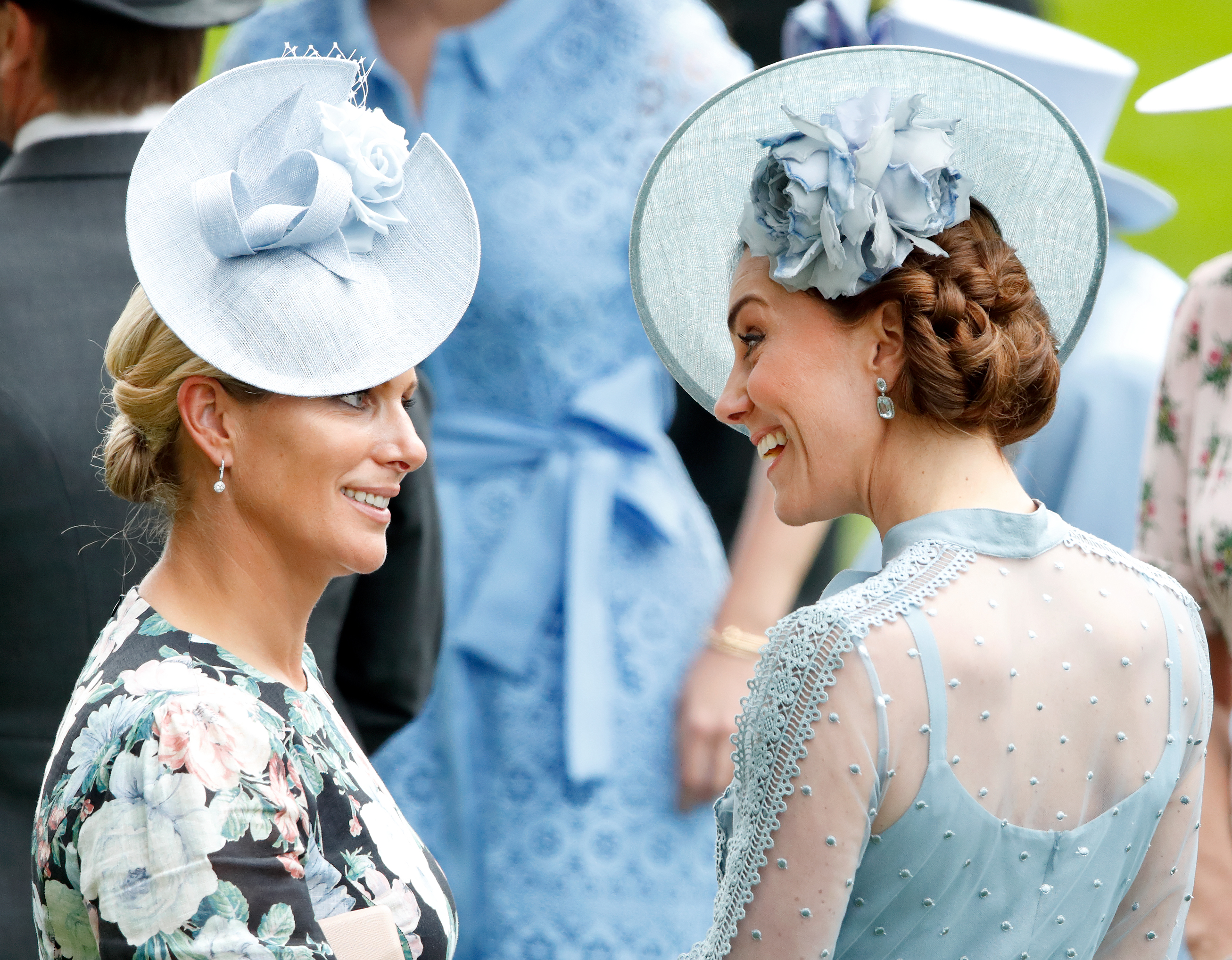 penteado-kate-middleton-coque-lateral-torcido-no-royal-ascot-2019