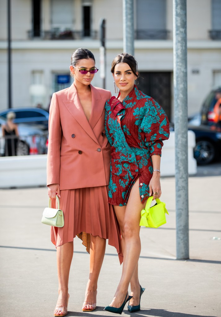 Bruna Marquezine e Camila Coelho - Street Style - Semana de Alta-Costura de Paris 2019/2020